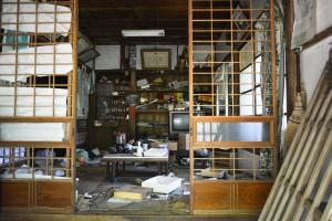 家#1内部 (外から撮った写真です)