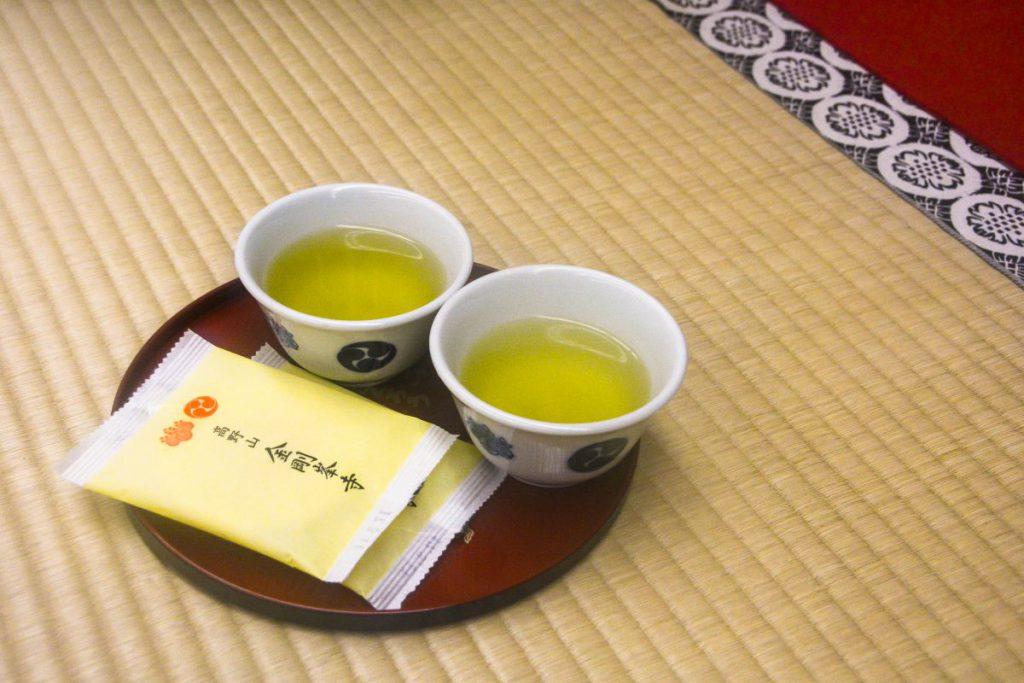 金剛峯寺での茶