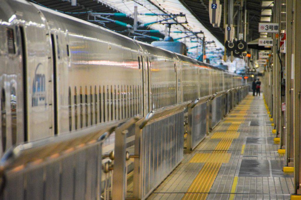 新幹線 新大阪駅にて